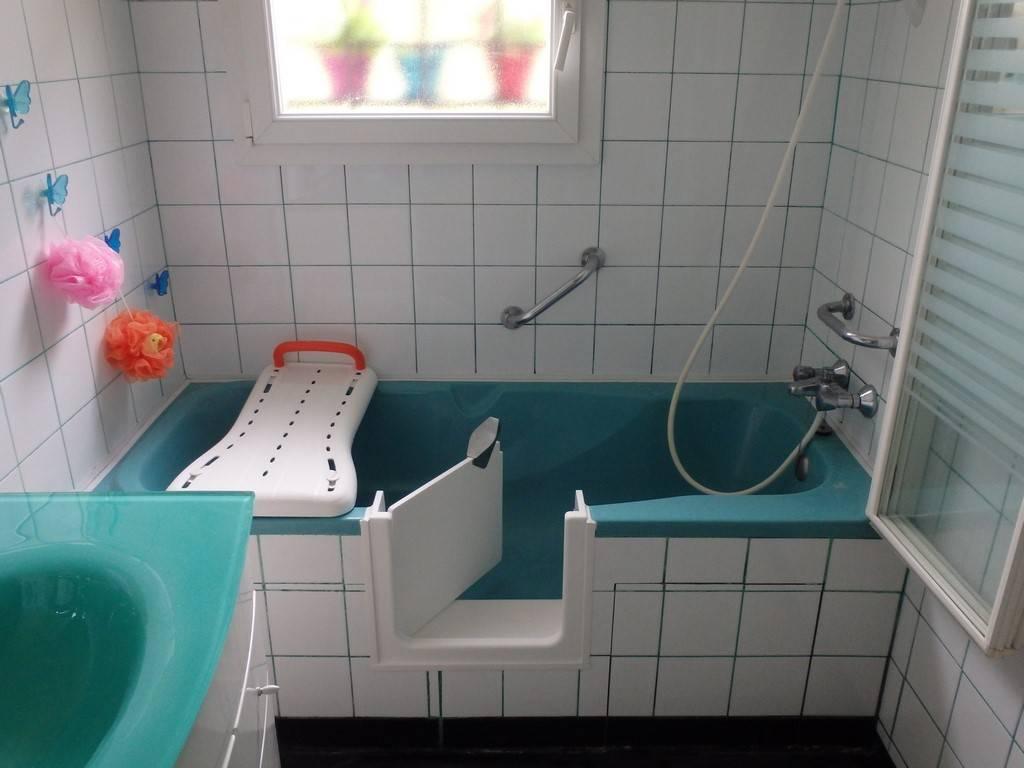 transformer une baignoire en baignoire porte prix so bain. Black Bedroom Furniture Sets. Home Design Ideas