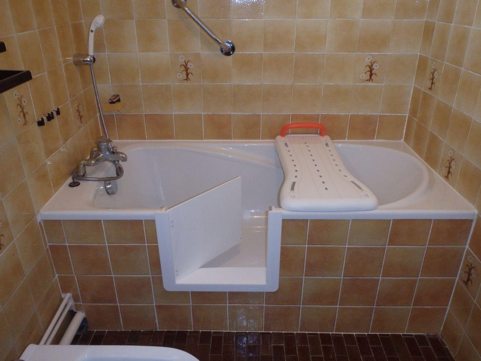 d coupe de baignoire pour prendre une douche en toute. Black Bedroom Furniture Sets. Home Design Ideas
