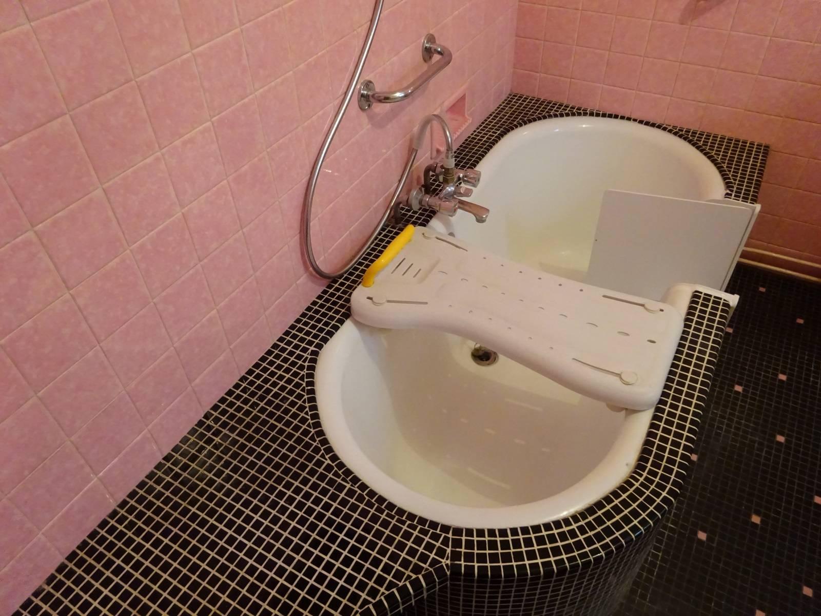 Transformer une baignoire en baignoire a porte sur - Transformer une baignoire en douche ...