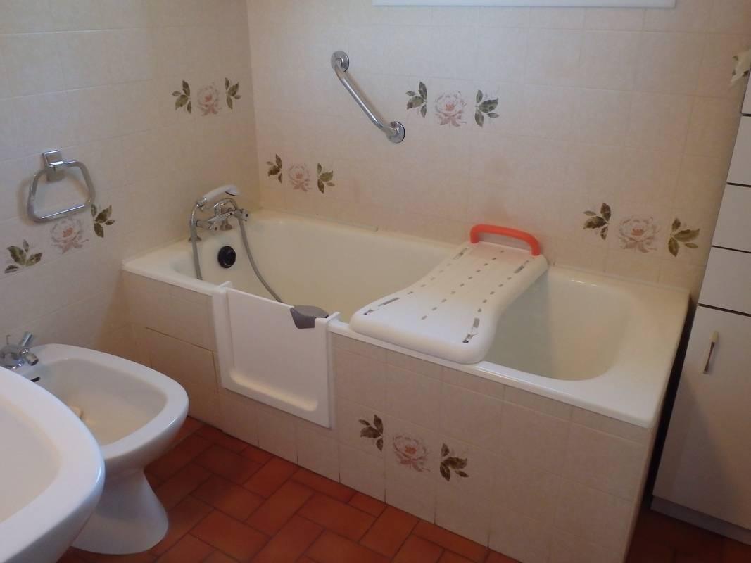 Prix d une baignoire avec porte baignoire choisir le - Baignoire a porte prix ...