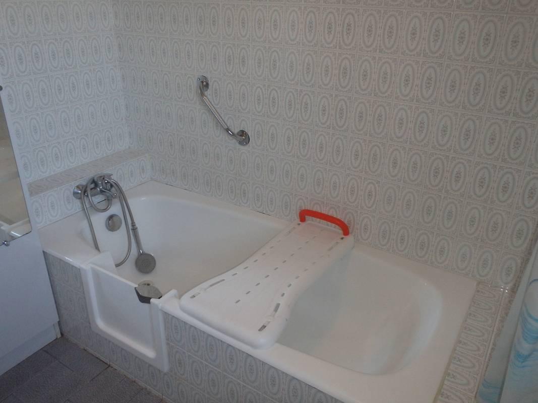 transformer une baignoire en baignoire a porte sud ouest. Black Bedroom Furniture Sets. Home Design Ideas