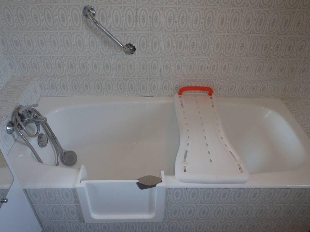 d coupe de votre baignoire et installation d 39 une porte tanche le bouscat en gironde. Black Bedroom Furniture Sets. Home Design Ideas