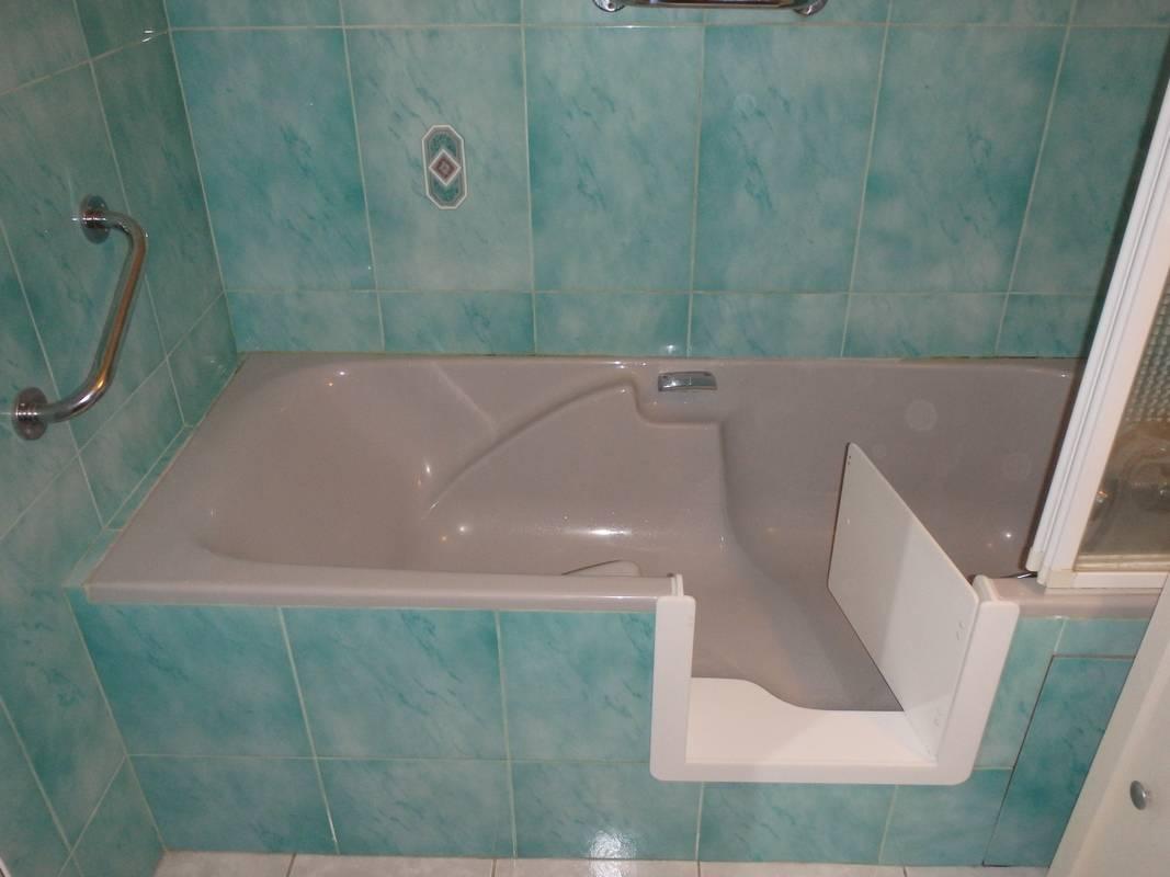 adaptation d 39 une baignoire pour personnes g es bordeaux. Black Bedroom Furniture Sets. Home Design Ideas