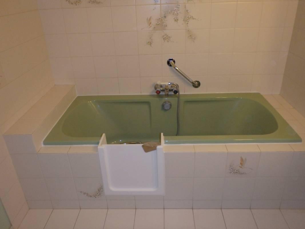 ouverture lat rale de baignoire pour un acc s plus facile en gironde bordeaux sobain. Black Bedroom Furniture Sets. Home Design Ideas
