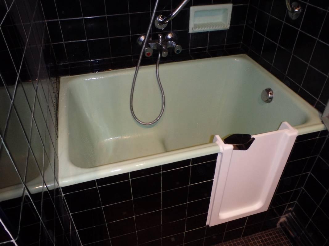transformation de baignoire pour personne g e sur. Black Bedroom Furniture Sets. Home Design Ideas