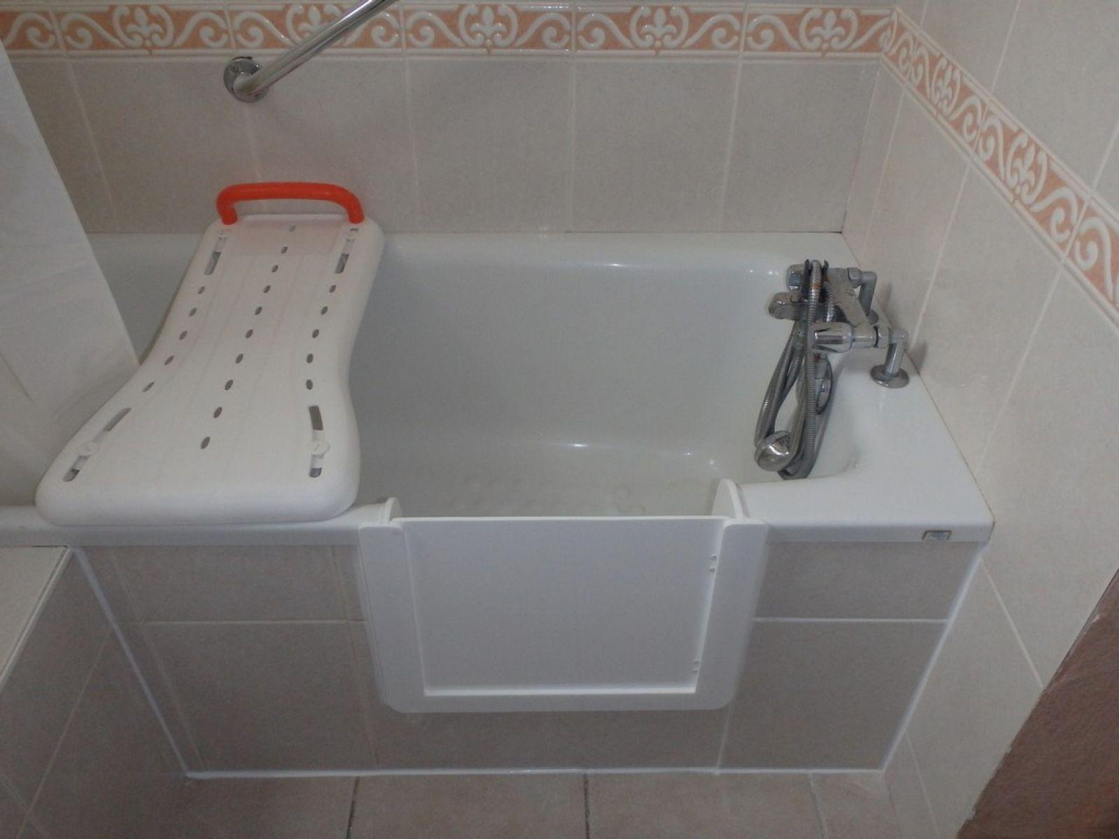 d coupe de baignoire avec portillon anti eclaboussure sur. Black Bedroom Furniture Sets. Home Design Ideas