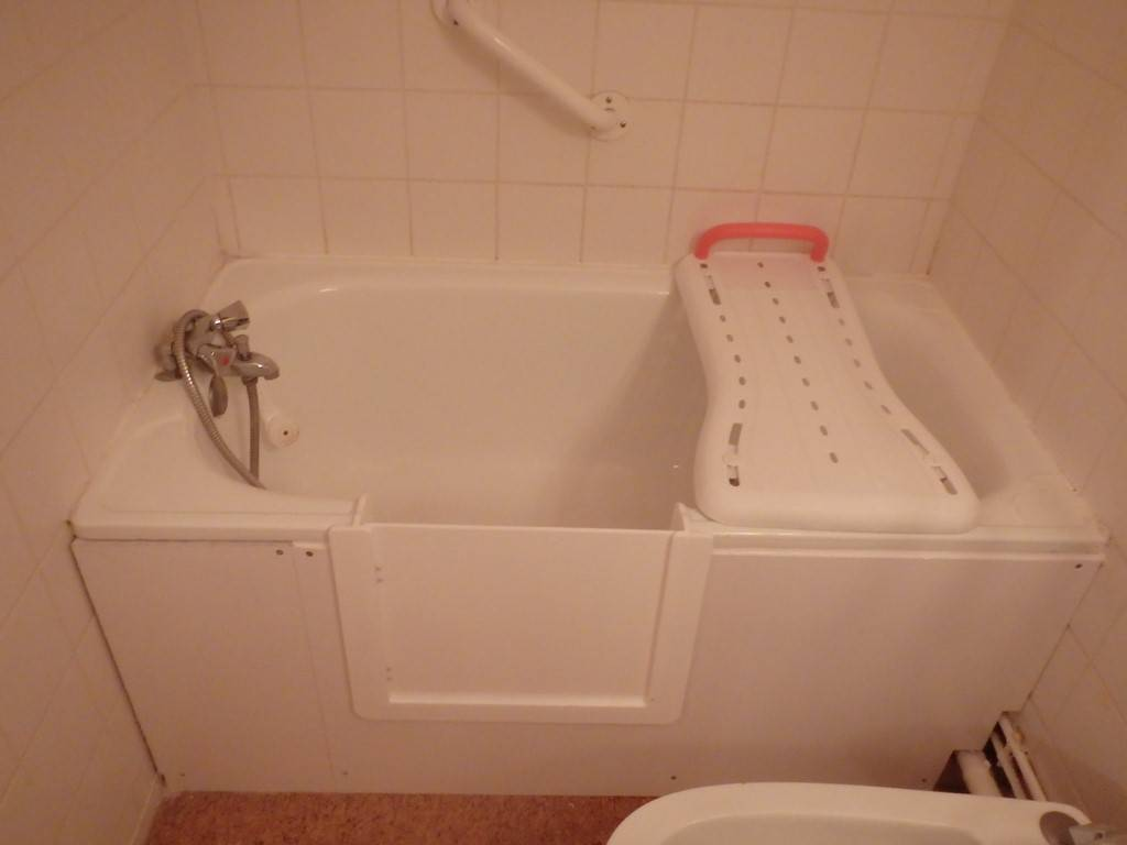 transformer une baignoire en baignoire a porte bordeaux bordeaux sobain. Black Bedroom Furniture Sets. Home Design Ideas