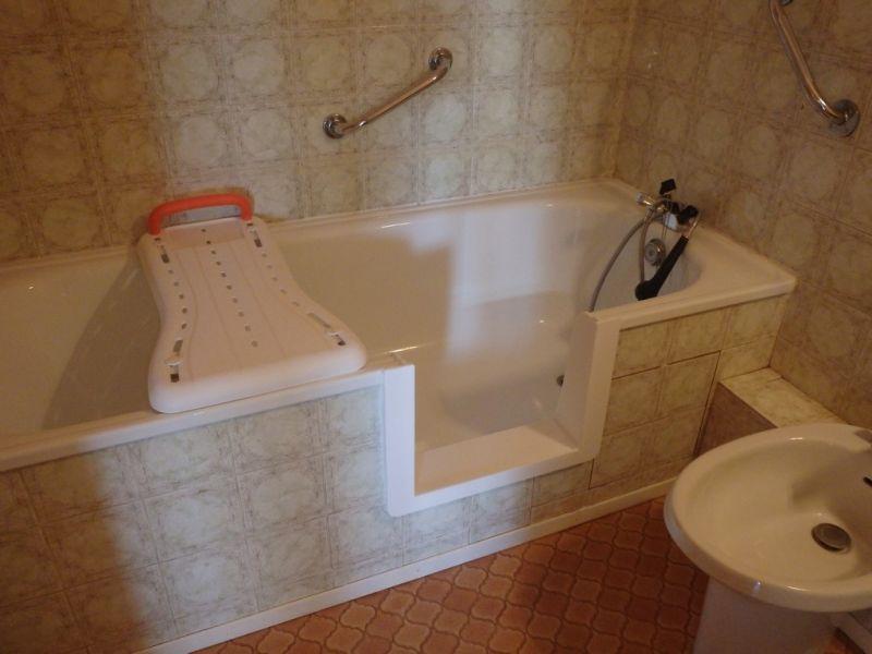 prix d une baignoire avec porte 4 combin233 baignoire. Black Bedroom Furniture Sets. Home Design Ideas