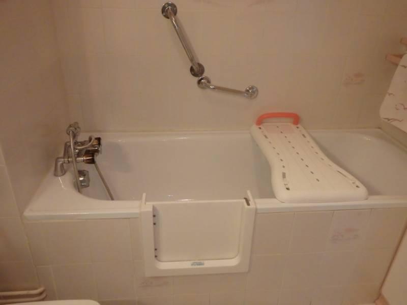 transformation de baignoire en douche bordeaux so bain. Black Bedroom Furniture Sets. Home Design Ideas