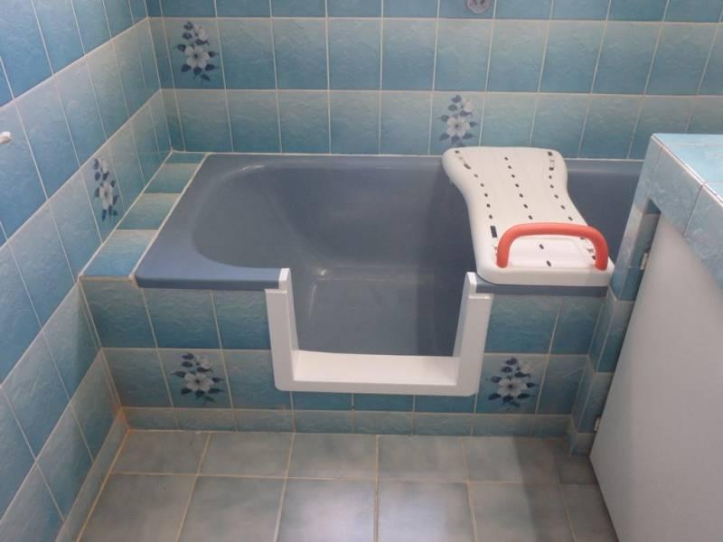 baignoire douche pour senior bordeaux bordeaux sobain. Black Bedroom Furniture Sets. Home Design Ideas