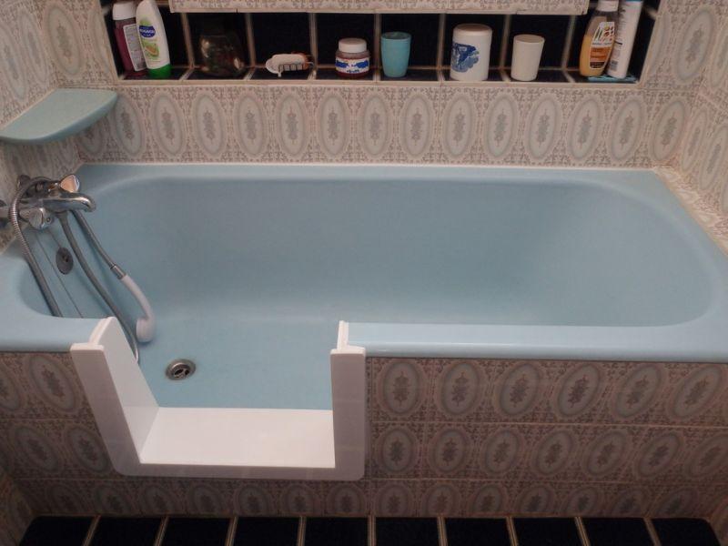 acc s baignoire personne g e bordeaux sobain. Black Bedroom Furniture Sets. Home Design Ideas