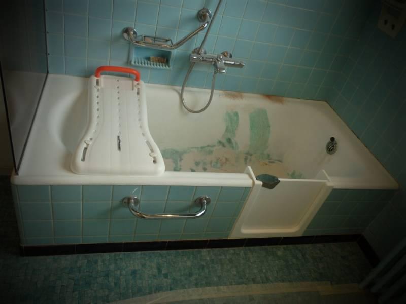 reemaillage d 39 une baignoire en fonte et pose d 39 une porte etanche bordeaux sobain. Black Bedroom Furniture Sets. Home Design Ideas