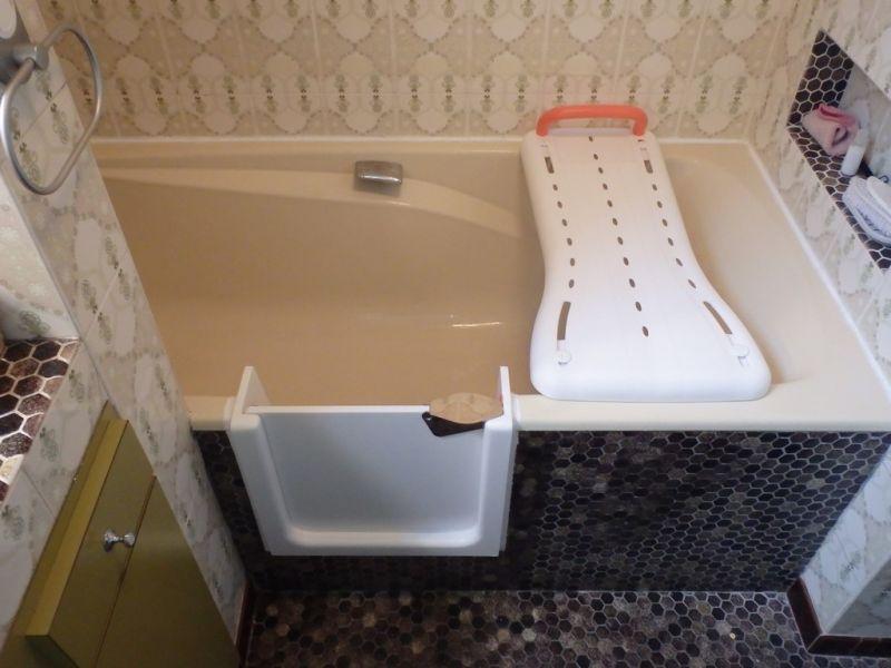 baignoire a porte tanche et ouverture lat rale de. Black Bedroom Furniture Sets. Home Design Ideas