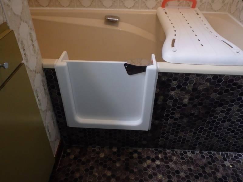 Transformer une baignoire en baignoire a porte agen - Transformer une baignoire en douche ...
