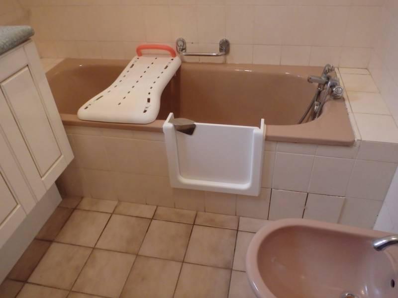 transformer une baignoire en douche italienne petite salle de bains with transformer une. Black Bedroom Furniture Sets. Home Design Ideas